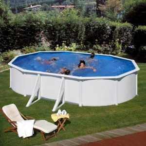 Simulación de una piscina Fidji ovalada en un jardín